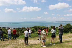 4月27日-バスツアー-先週金曜にあった、バスツアーの写真をアップします。-この日は、天気にも恵まれ、とても快晴でした。-何十年ぶりに沖縄市のこどもの国にも行きましたが施設もきれいでびっくりです。-新入生ともいろいろ話が出来、とても楽しい1日でした。-また、みなさん、次のイベントも楽しもう!-沖縄バスツアー-勝連城跡-あやはし館-沖縄こどもの国-実施目的-校外に出ることにより公衆道徳を学び社会性を身につけ、集団行動により協調性を養う。-また、普段関わりのない他学年や他学科の学生との交流を図る。-施設利用時のマナーについて-勝連城跡における沖縄の歴史について-沖縄こどもの国の施設について-リンク-勝連城跡-海の駅あやはし館-6